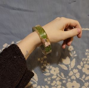 Clear bracelet with real flowers 💐